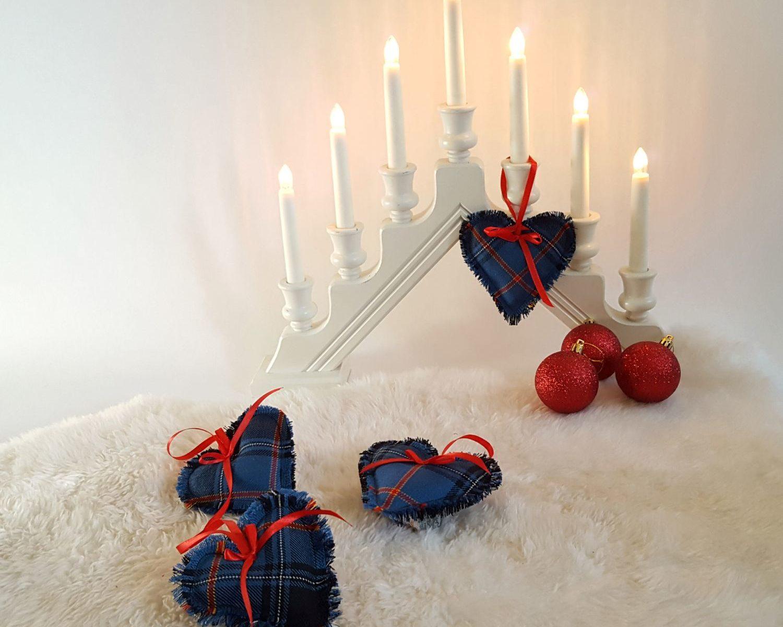 Pilt eesti tartanikangast jõuluehetest
