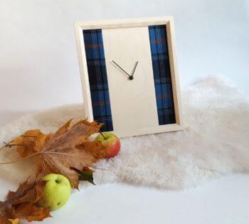 Pilt eesti tartanikangaga kellast