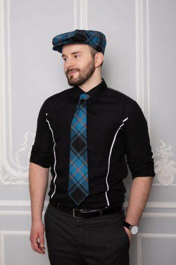 Mees eesti tartani lipsu ja soniga