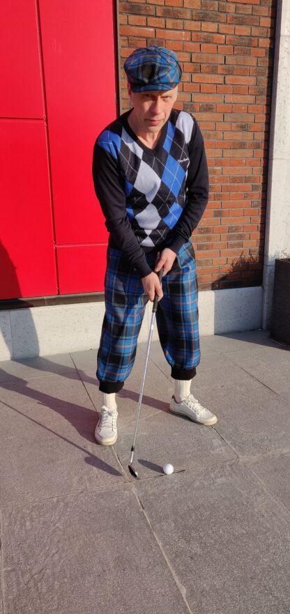 tartanikangast golfipükstes mees